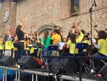 Los niños y niñas de Da la Nota tocan para el barrio