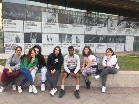 El Colectivo Tetuán-Ventilla visita la exposición «Macho Man»